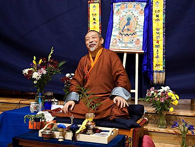 His Eminence Zasep Tulku Rinpoche giving teachings on Medicine Guru to a large audience.
