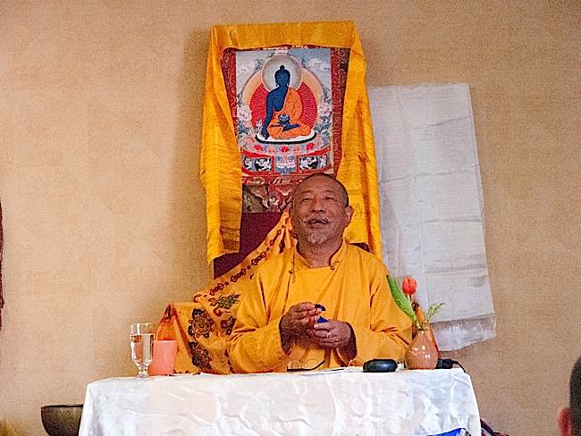Zasep Tulku Rinpoche began the teaching session with chanting of the Om Mani Padme Hum mantra.