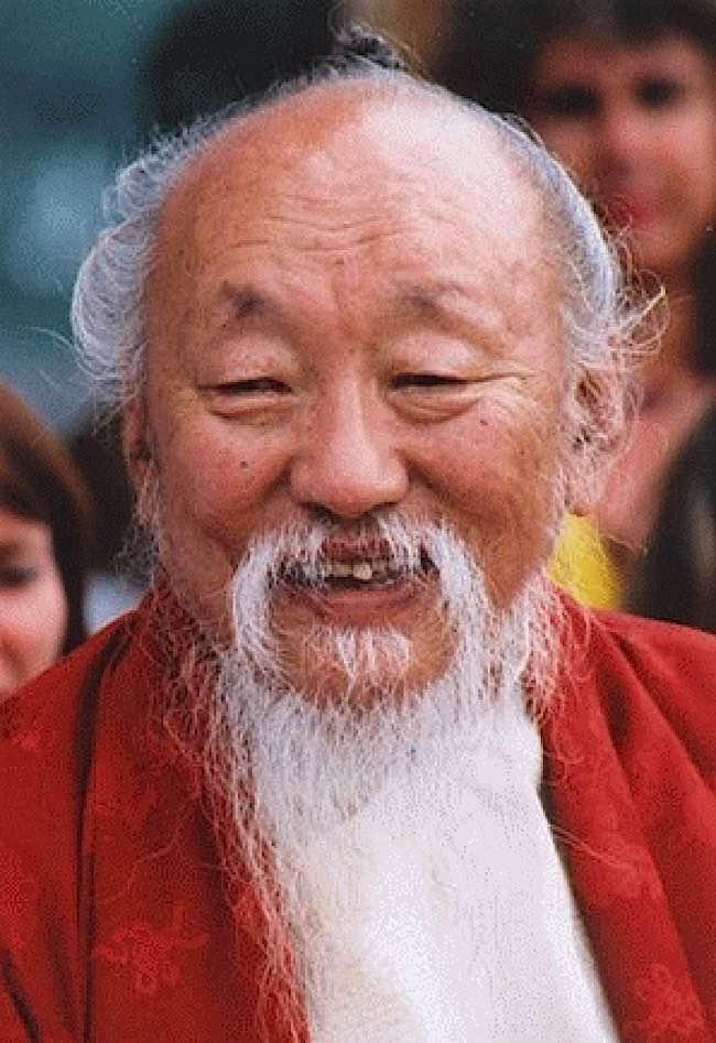 Lama Chagdud Tulku Rinpoche demonstrates happiness.