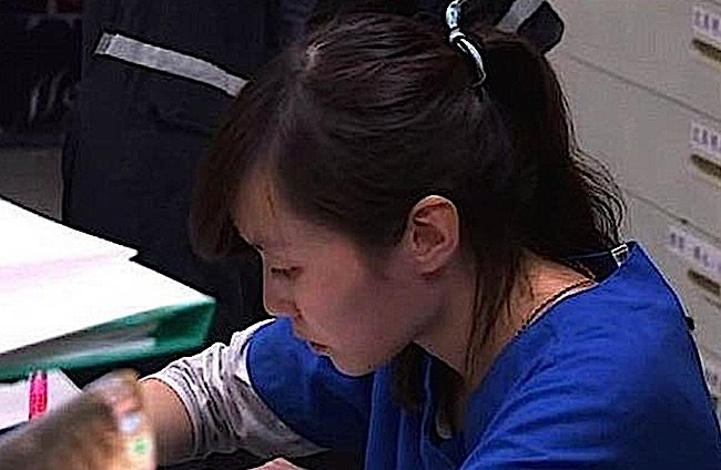 """Vetranarian Jian Zhicheng (Chien Chih-cheng 簡稚澄) compelled by her animal shelter employer to euthanize over 700 stray dogs, killed herself with the same drugs to protest this policy of """"easy"""" euthanasia."""