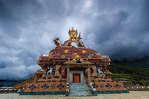 Guru Rinpoche statue.