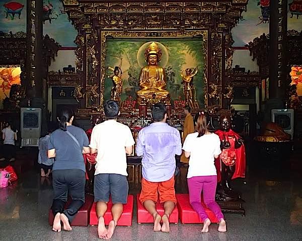 Buddha Weekly Devotees Praying Main Altar Main Prayer Pavilion Kuan Yin Temple Klang Teluk Pula Buddhism
