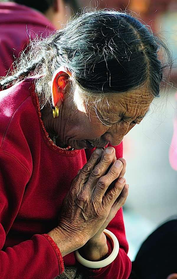 Buddha Weekly Tibetan praying prostrating Buddhism