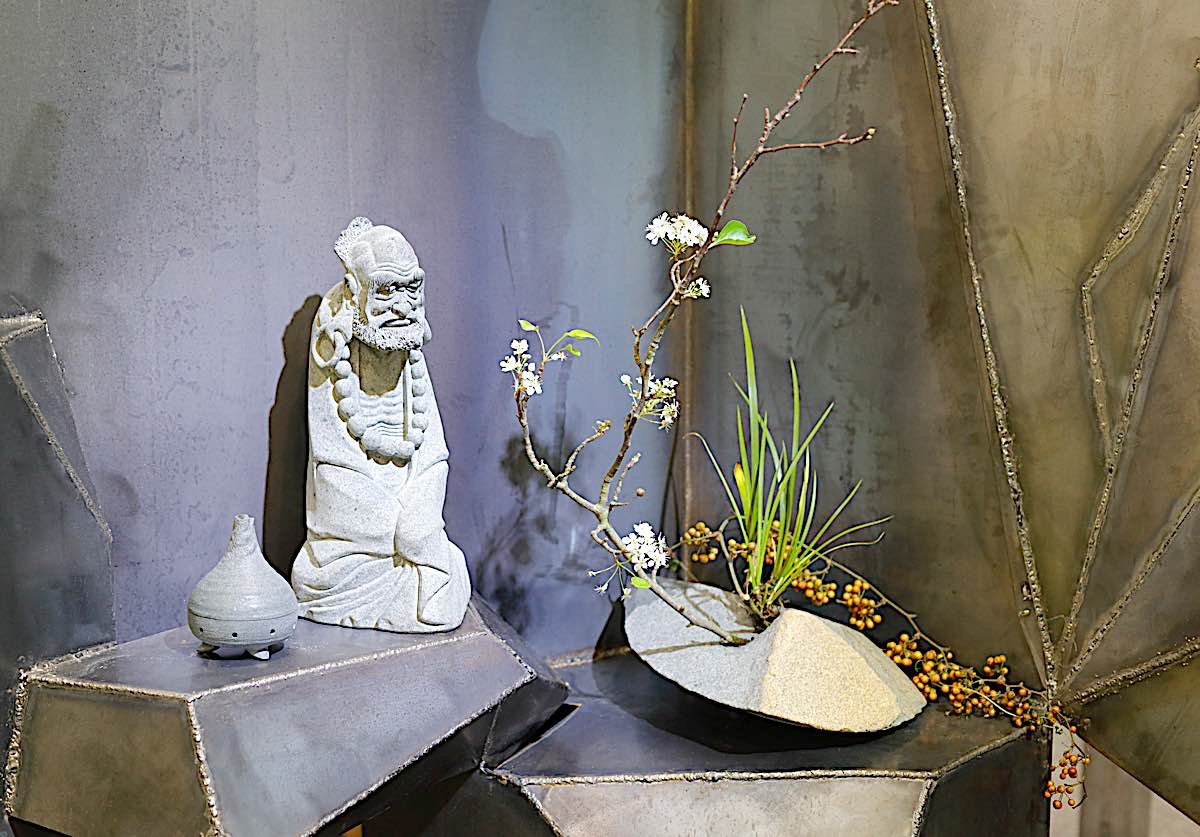 Buddha Weekly Bodhidharma shrine sculpture zazen Buddhism