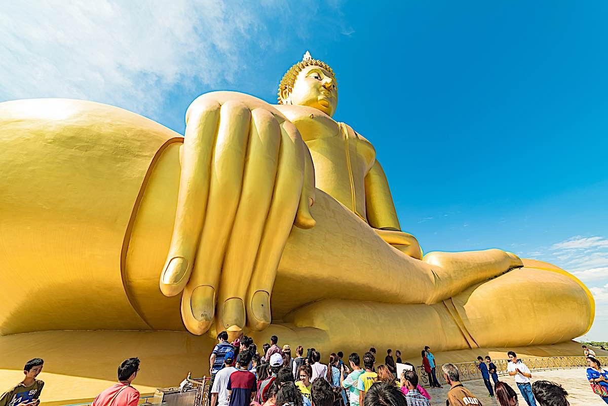 Buddha Weekly Buddhist touch the Big Buddha of Thailand Buddhism
