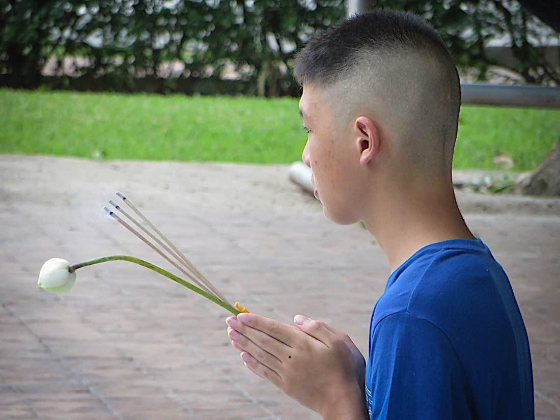 Buddha Weekly Buddhist youth making offering Buddhism