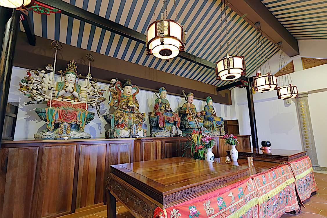 Buddha Weekly Daoist temple Sanguandaoyuan with avalokiteshvara guanyin on shrine Buddhism