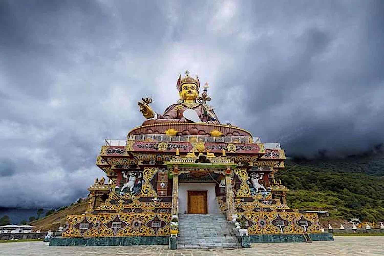 Buddha Weekly Guru RInpoche Padmasambhava statue temple Buddhism