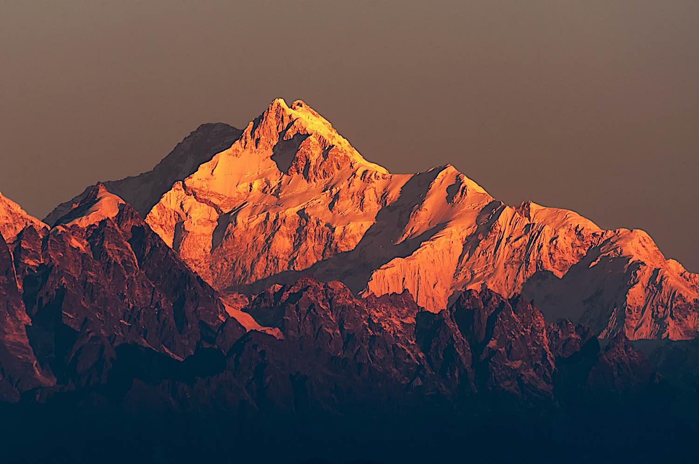 Buddha Weekly Himalayan Mountain Rage Sikkim India Mount Kanchenjugha sunrise dreamstime xxl 104423678 Buddhism