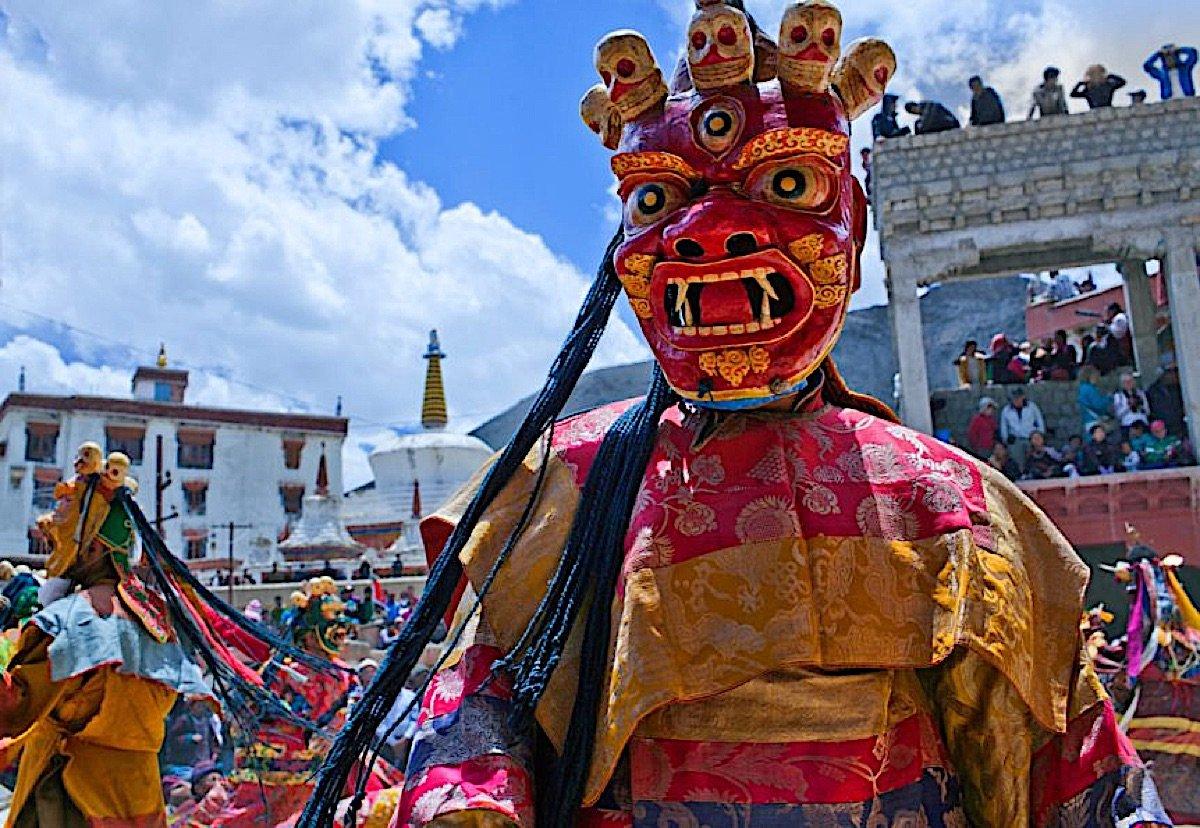 Buddha Weekly Losar Religious Festival Tibet 862x595 Buddhism