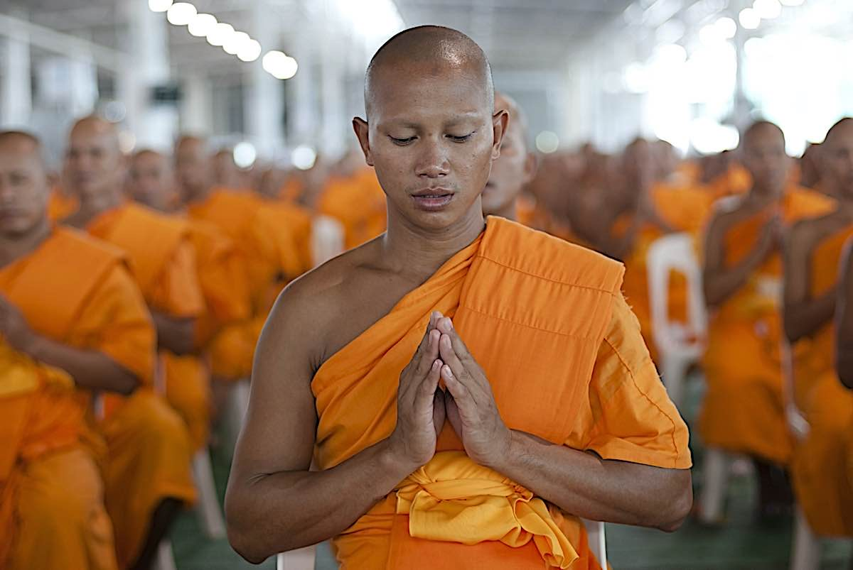Buddha Weekly Monks praying Thailand Buddhism