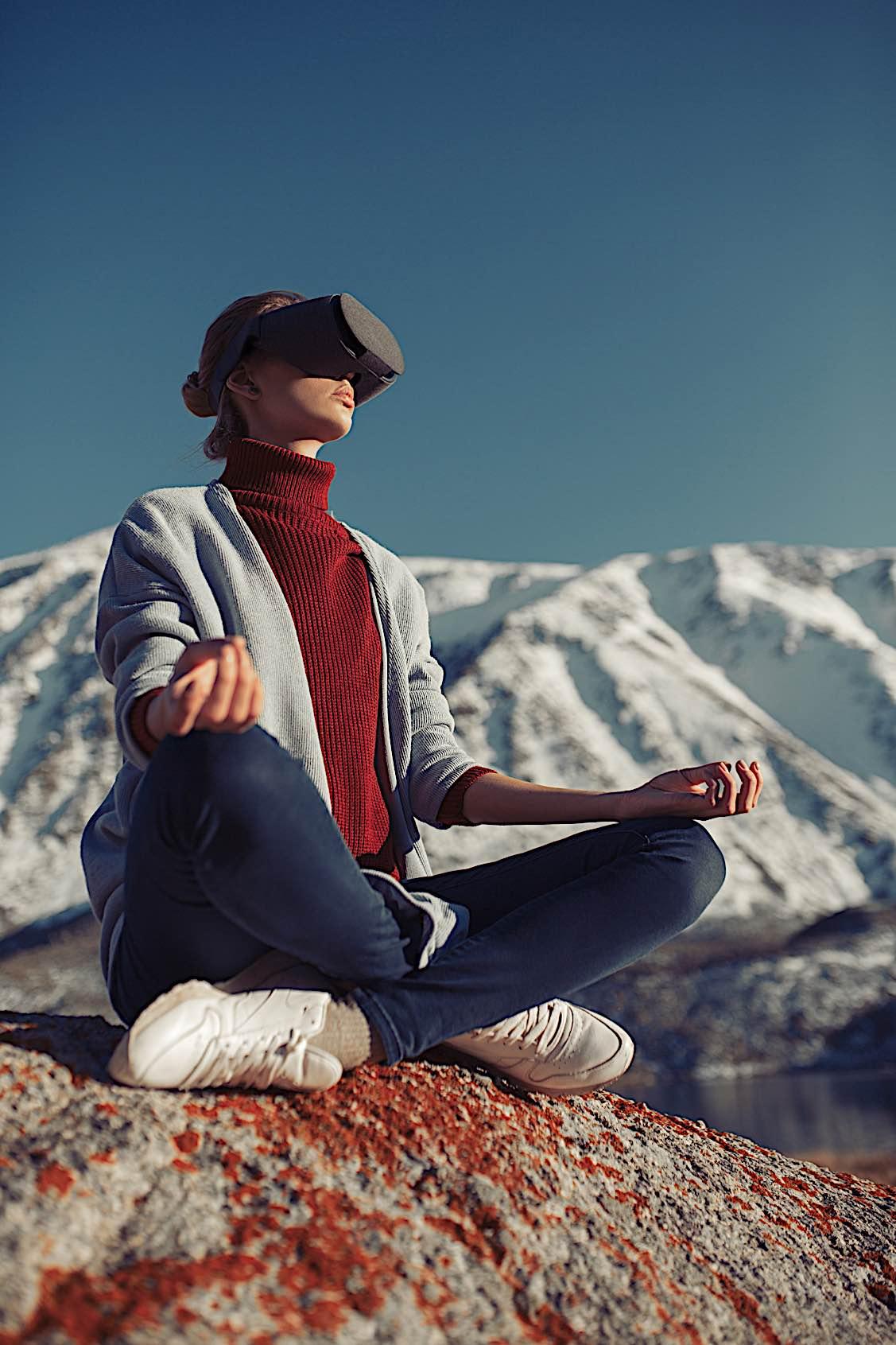 Buddha Weekly Women with virtual reality glasses meditation dreamstime 130154361 ID 130154361 © Yuriyzhuravov Buddhism