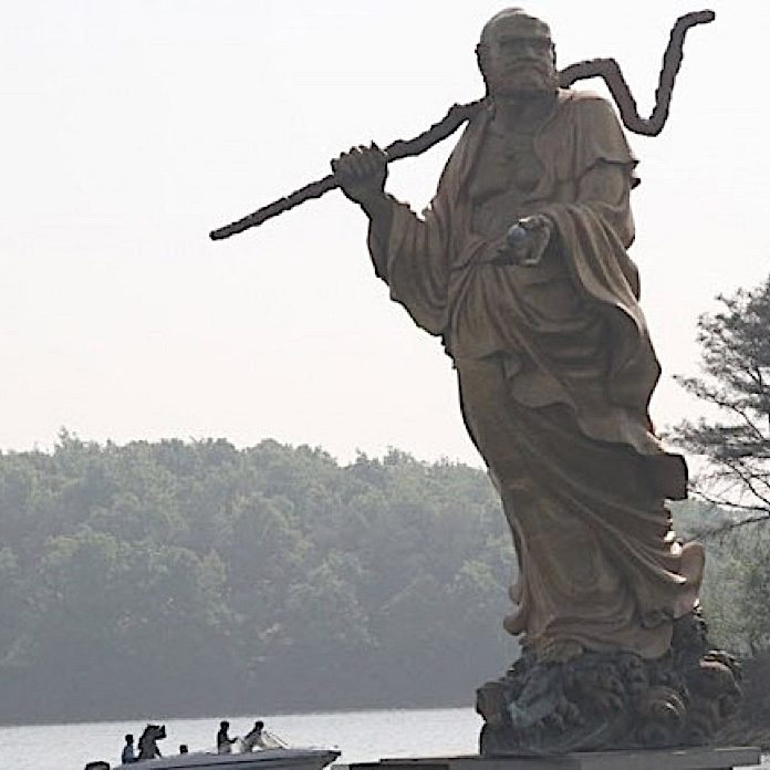 Modern day statue of Bodhidharma.