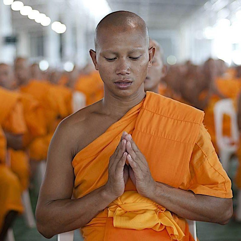 Buddha-Weekly-Monks praying Thailand-Buddhism