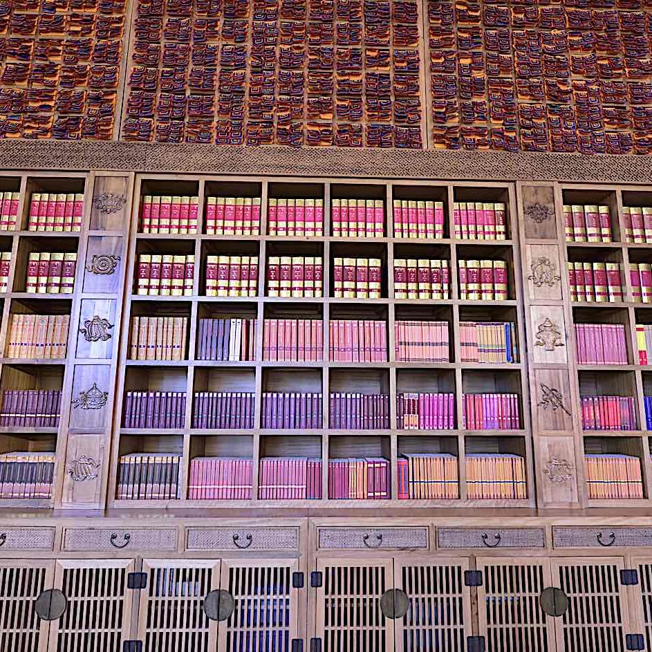 Library of Kagyur Tibetan Buddhist Sutras and Tantras.