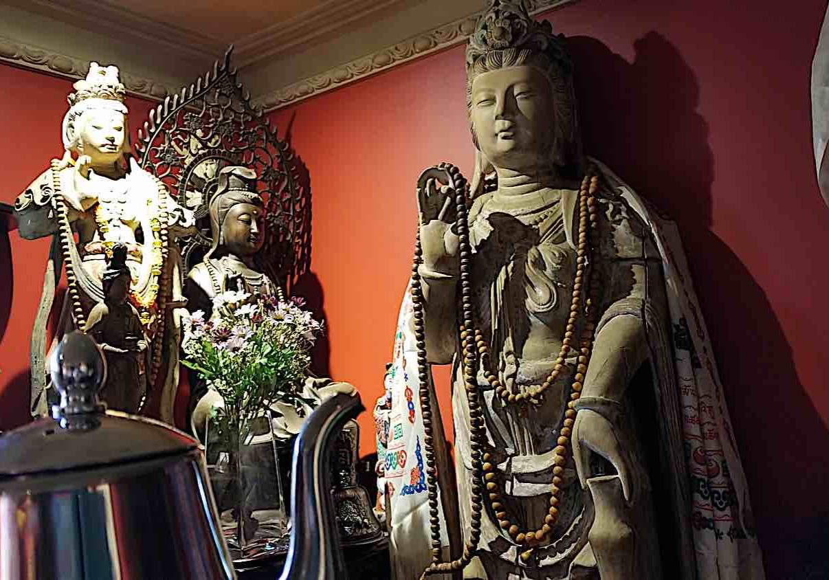 Tea offering to Guanyin.