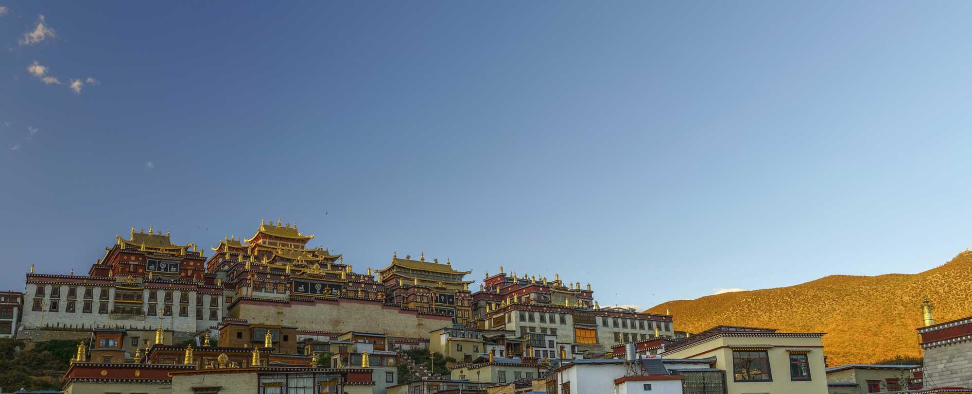 tibet temple 104396618